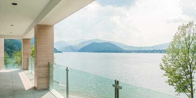 Exclusive penthouse in Residence directly to the lake